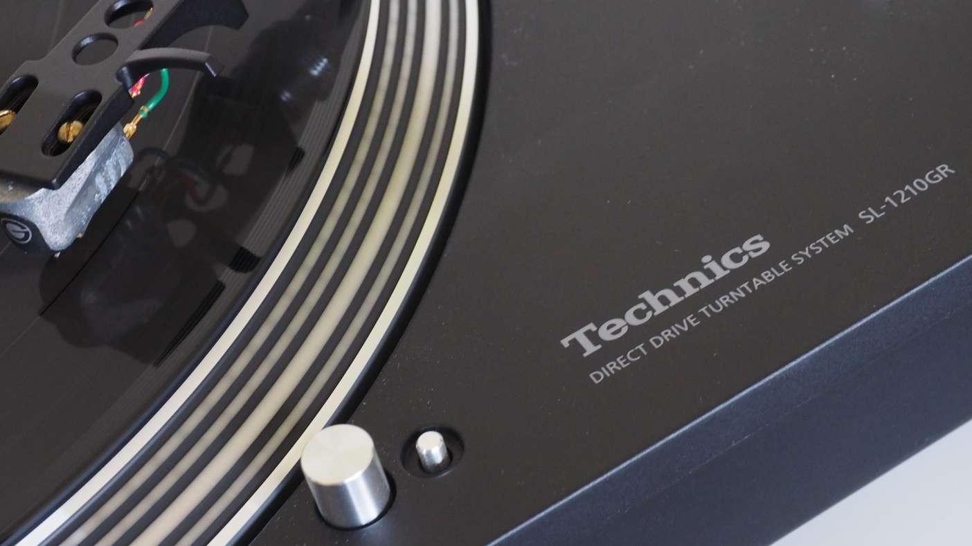 DJ Decks & Controllers